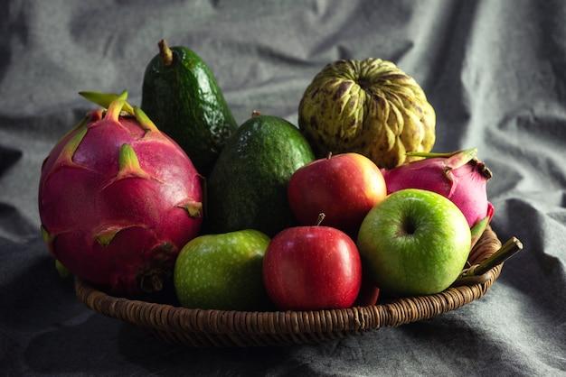 Organic Mix Fruits Apple, Avocado, Custard Apple, Pitahaya In Basket Premium Zdjęcia