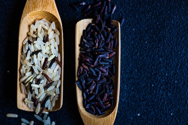 Organiczny Kulinarny Pojęcie Z Ryżem Premium Zdjęcia