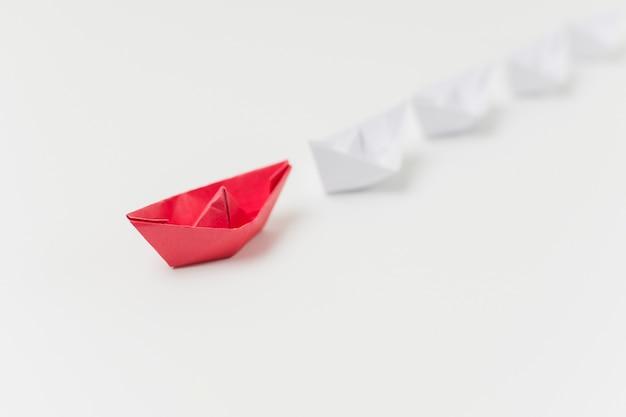 Origami łodzie reprezentujące koncepcję przywództwa Darmowe Zdjęcia