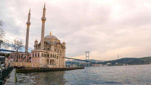 Ortakoy mosque stambuł, turcja Premium Zdjęcia