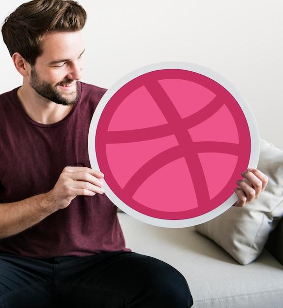 Osoba posiadająca ikonę dribbble Darmowe Zdjęcia