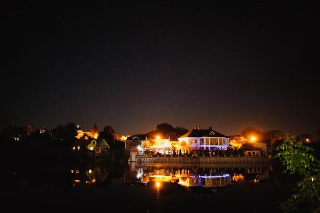 Oświetlenie Uroczystości Nocnych Nad Jeziorem Darmowe Zdjęcia