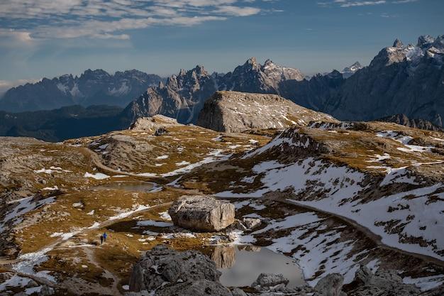 Oszałamiająca Sceneria Kamienistych I Zaśnieżonych Szczytów Tre Cime Di Lavaredo, Dolomity, Belluno, Włochy Darmowe Zdjęcia
