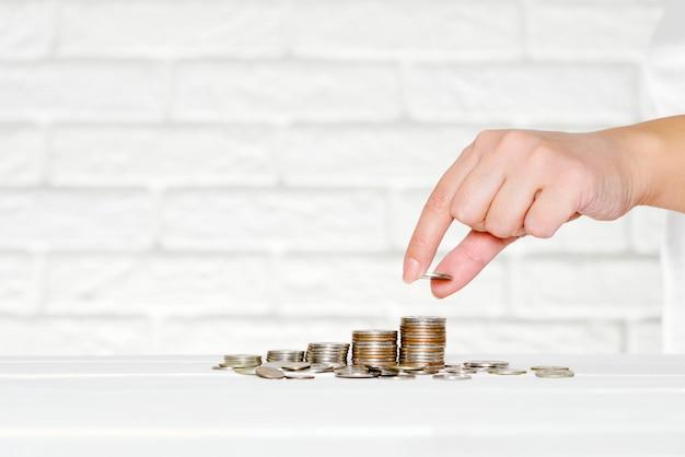 Oszczędność i akumulacja pieniędzy, walut, emerytur Premium Zdjęcia