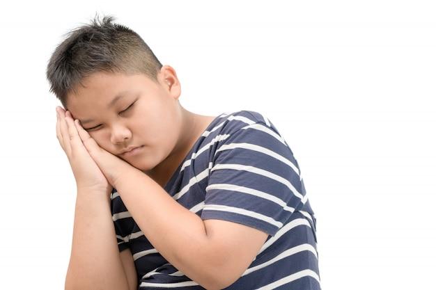 Otyły gruby chłopiec sen odizolowywający na białym tle Premium Zdjęcia