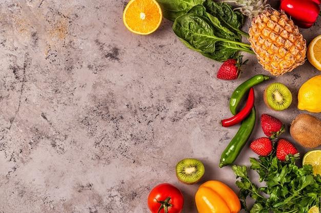 Owoce I Warzywa Bogate W Witaminę C. Zdrowe Odżywianie. Premium Zdjęcia