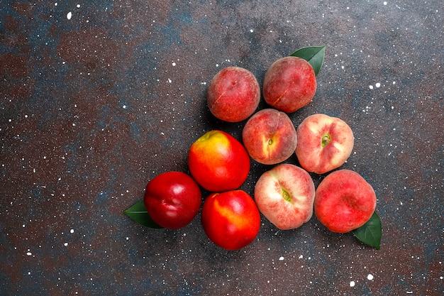 Owoce Letnie: Brzoskwinie Figowe, Nektarynka I Brzoskwinie, Widok Z Góry Darmowe Zdjęcia