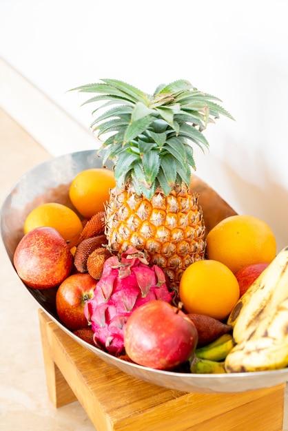 Owoce Na Tacy Premium Zdjęcia