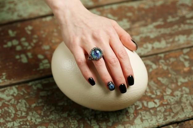 Ozdoby Do Paznokci I Biżuteria Ze Smokowymi Oczami Premium Zdjęcia