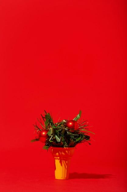 Ozdoby świąteczne W Lody Na Czerwonej ścianie Darmowe Zdjęcia