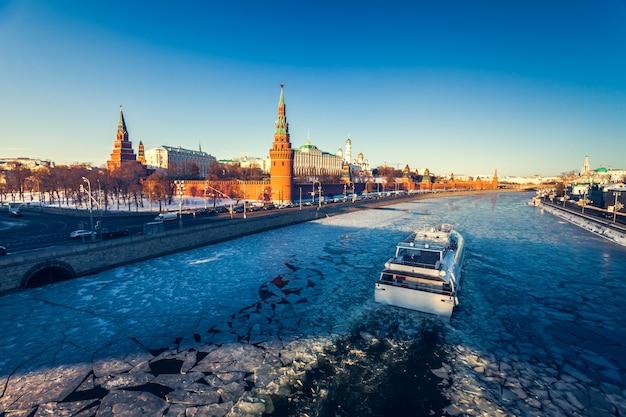 Pałac grand kremlin i mur kremla Premium Zdjęcia