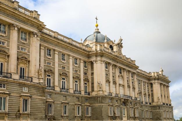 Pałac Królewski W Madrycie, Hiszpania W Ponury Dzień Darmowe Zdjęcia