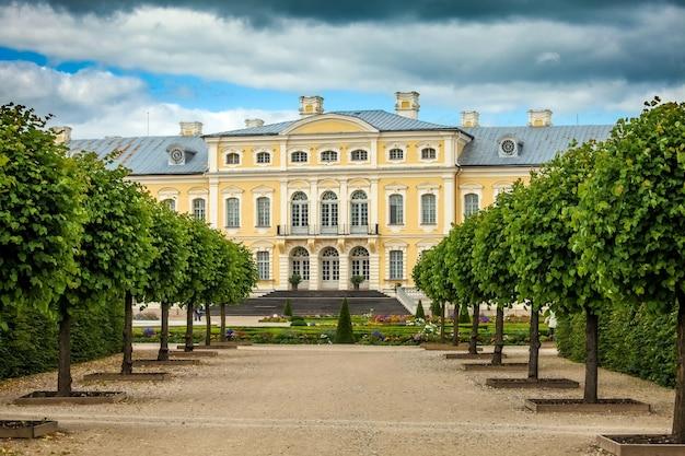 Pałac Rundale Zbudowany W Stylu Barokowym W Pilsrundale Na łotwie Premium Zdjęcia