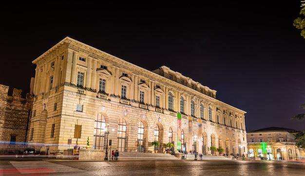 Palazzo Della Grande Guardia Nocą - Werona Premium Zdjęcia