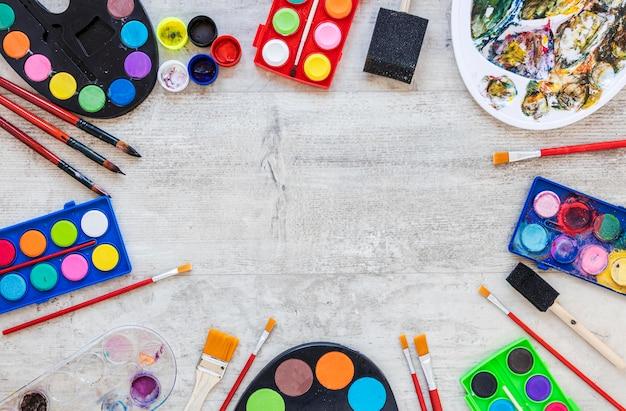 Paleta Kolorów Z Widokiem Z Góry I Pojemniki Akwarelowe Darmowe Zdjęcia