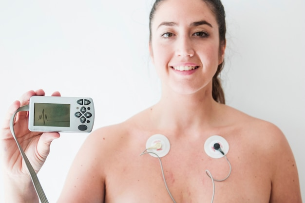 Pani Z Elektrodami Trzymającymi Monitor Z Kardiogramem Darmowe Zdjęcia