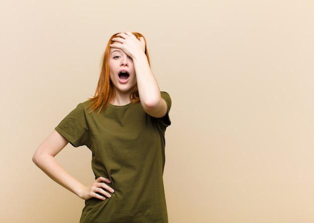 Panikowanie Z Powodu Zapomnianego Terminu, Stres, Konieczność Zatuszowania Bałaganu Lub Pomyłki Premium Zdjęcia