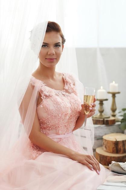 Panna Młoda W Różowej Sukience Darmowe Zdjęcia