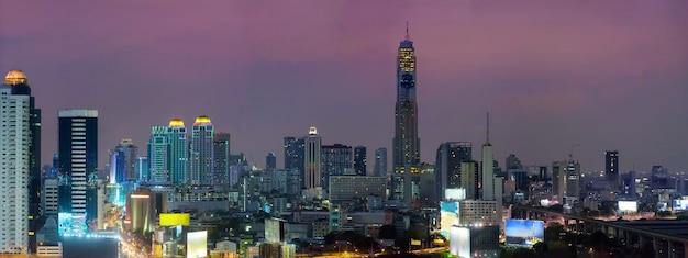 Panorama Bangkok Linia Horyzontu Podczas Nocy Premium Zdjęcia