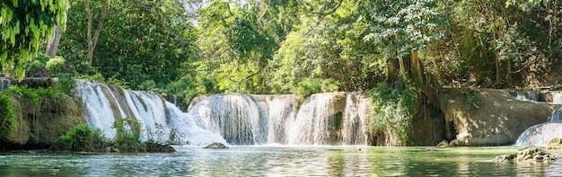 Panorama Chet Sao Noi Siklawa W Parku Narodowym Premium Zdjęcia