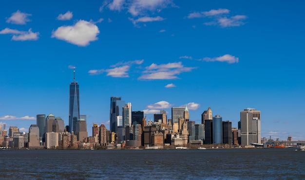 Panorama Scena Z Nowego Jorku Pejzaż Rzeki Rzeki, Która Lokalizacja Jest Niższa Manhattan Premium Zdjęcia