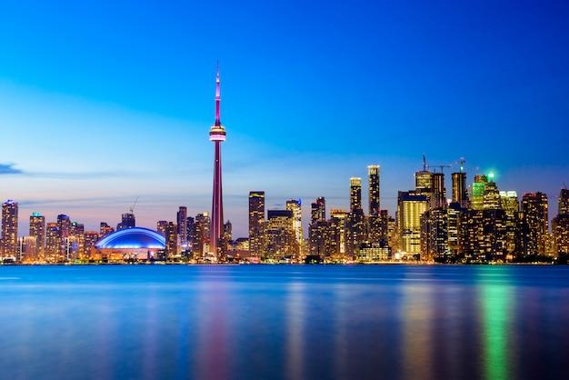 Panoramę Miasta Toronto W Nocy, Ontario, Kanada Premium Zdjęcia