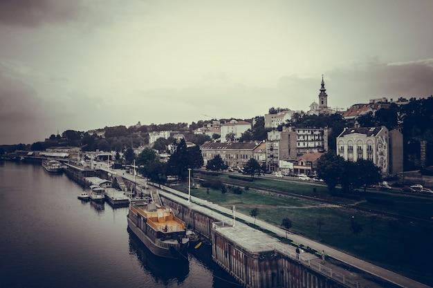 Panoramiczny widok na belgradzie i sawy. republika serbii Darmowe Zdjęcia