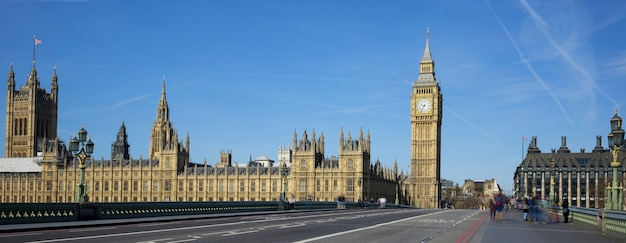 Panoramiczny Widok Na Big Bena Z Mostu W Londynie. Darmowe Zdjęcia