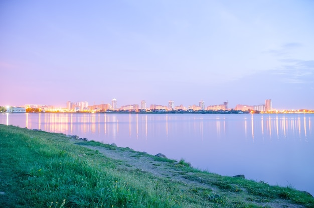 Panoramiczny Widok Na Miasto Nocą W światłach Premium Zdjęcia
