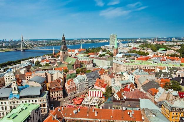 Panoramiczny Widok Na Miasto Ryga Na łotwie Premium Zdjęcia