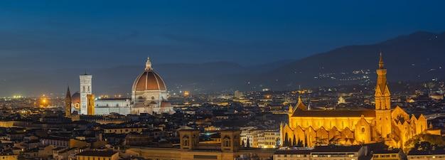 Panoramiczny Widok Na Panoramę Florencji W Toskanii We Włoszech. Premium Zdjęcia