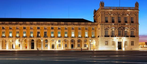 Panoramiczny Widok Na Słynny Plac Handlowy W Lizbonie Nocą Darmowe Zdjęcia