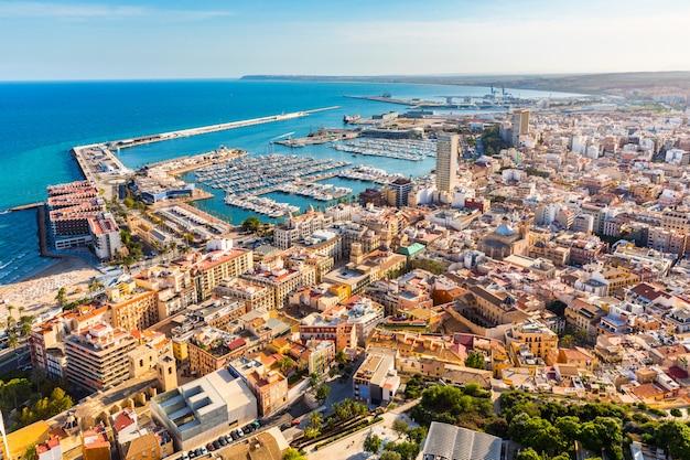 Panoramiczny Widok Z Lotu Ptaka Miasta Alicante Premium Zdjęcia