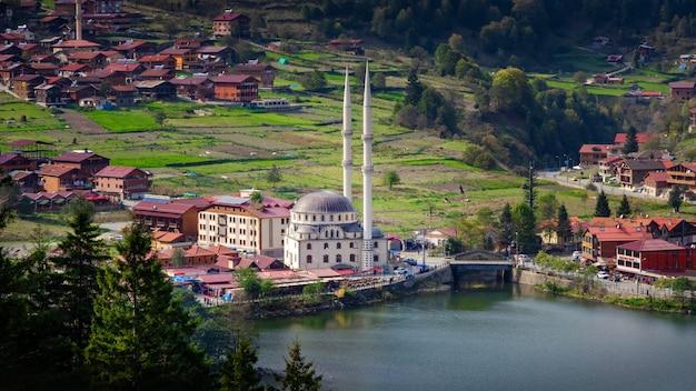 Panoramiczny Widok Z Uzungol W Turcji Region Morza Czarnego. Premium Zdjęcia