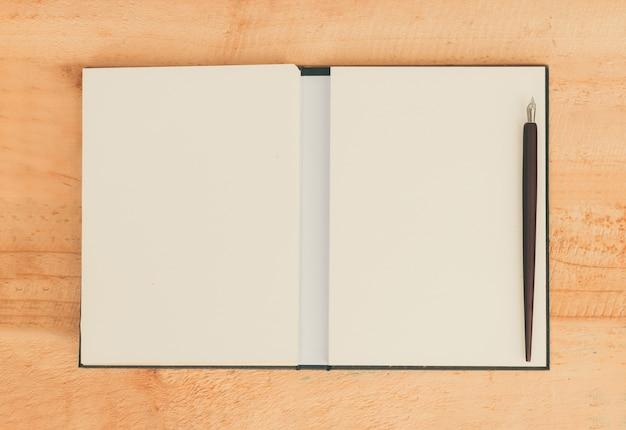 Papier z piórem Premium Zdjęcia