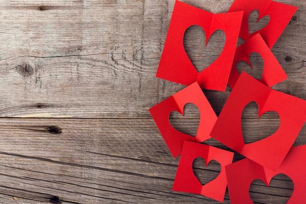 Papierowi valentines dnia serca na drewnianym Darmowe Zdjęcia