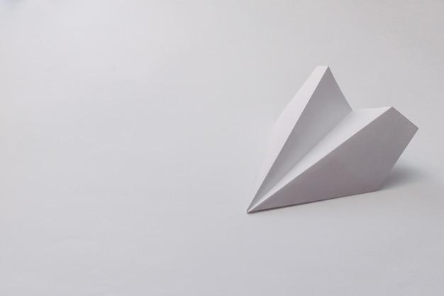 Papierowy samolocik Premium Zdjęcia