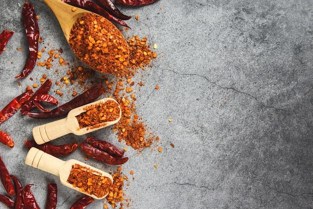 Papryka Cayenne I Suszone Chili W Proszku Premium Zdjęcia