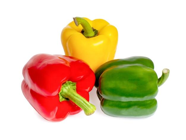 Papryka Słodka, Czerwona, Zielona, żółta, Na Białym Tle Premium Zdjęcia