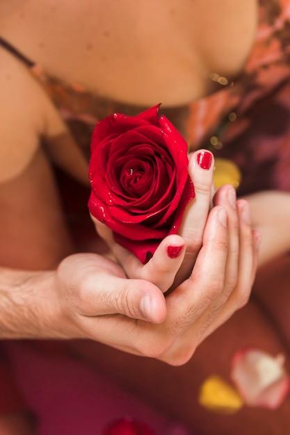 Para Bierze Skąpanie Na Walentynka Dniu Darmowe Zdjęcia