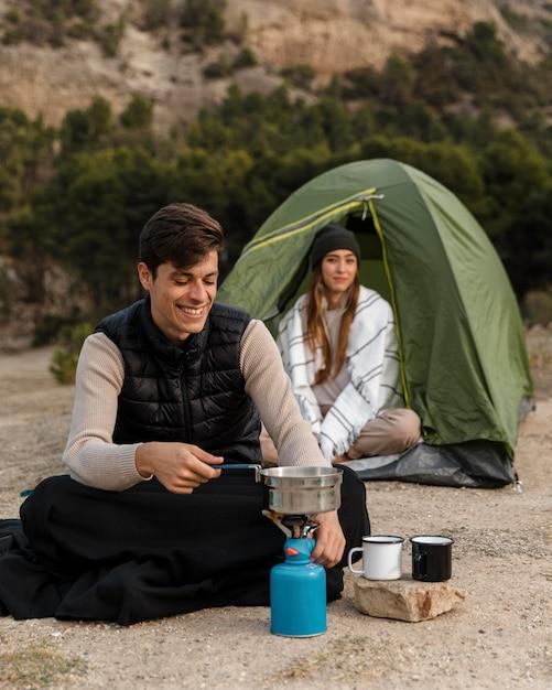 Para Camping Mężczyzna Gotowanie Darmowe Zdjęcia