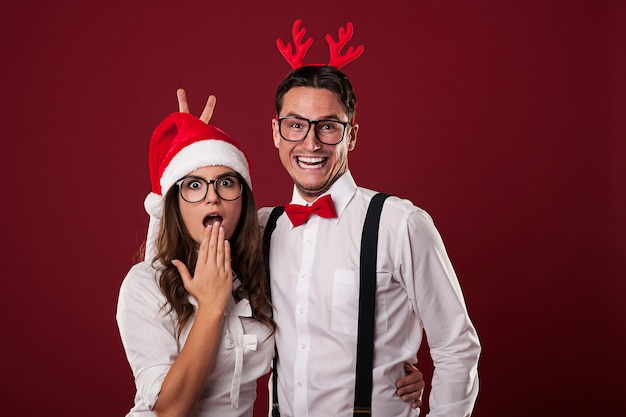 Para Frajerów Bawić Się W Czasie świąt Bożego Narodzenia Darmowe Zdjęcia