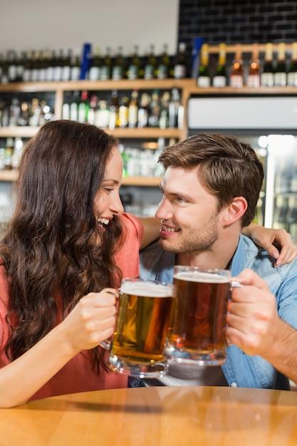 Para opiekania z piwami Premium Zdjęcia