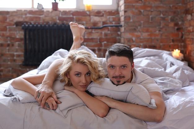 Para Zabawy W łóżku Darmowe Zdjęcia