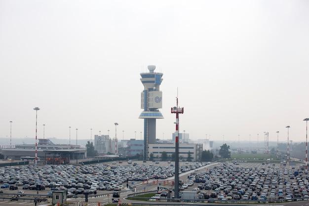 Parking na lotnisku Premium Zdjęcia