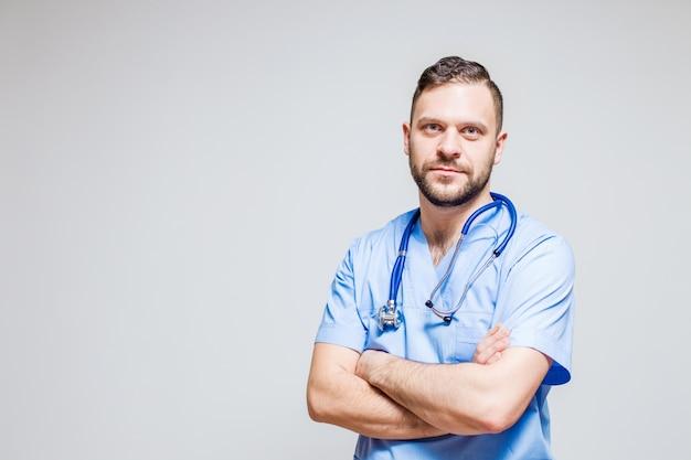Pediatrician Silny Portret Medycznych Uśmiech Na Tle Darmowe Zdjęcia