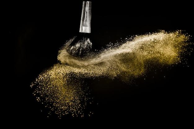 Pędzel kosmetyczny ze złotym rozprowadzaniem proszku kosmetycznego Premium Zdjęcia