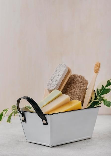 Pędzle I Różne Mydła W Widoku Z Przodu Koszyka Darmowe Zdjęcia