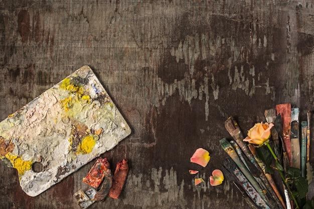 Pędzle I Tubki Farb Olejnych Na Drewnie Darmowe Zdjęcia