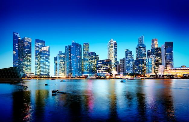 Pejzaż Miejski Singapur Nocy Panoramiczny Pojęcie Darmowe Zdjęcia